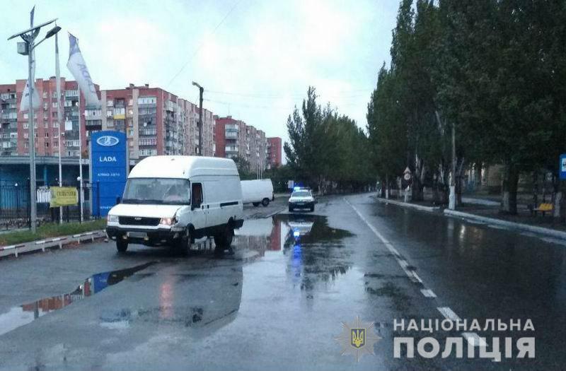 ДТП у Слов'янську: мікроавтобус збив велосипедиста, постраждалого госпіталізовано