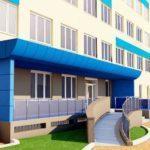 В Мариуполе продолжают ремонт областной больницы. Сколько еще продлится ремонт и как здание выглядит сейчас?