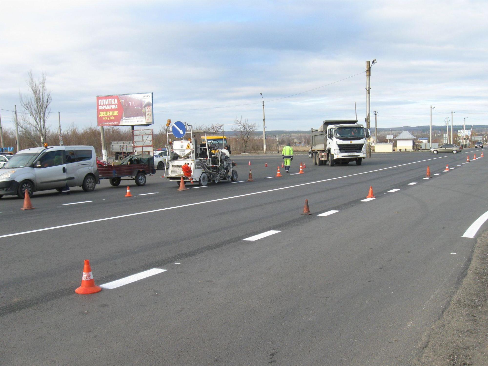 На Донеччині відремонтували 10 км дороги від Слов'янська до Бахмута