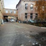 Помилка підрядників: під час ремонту в НВК №11 зірвали підлогу, хоча не планували цього