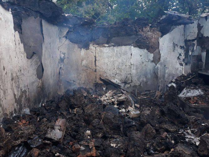 На Донеччині бойовики вгатили по житлових будинках Верхньоторецького