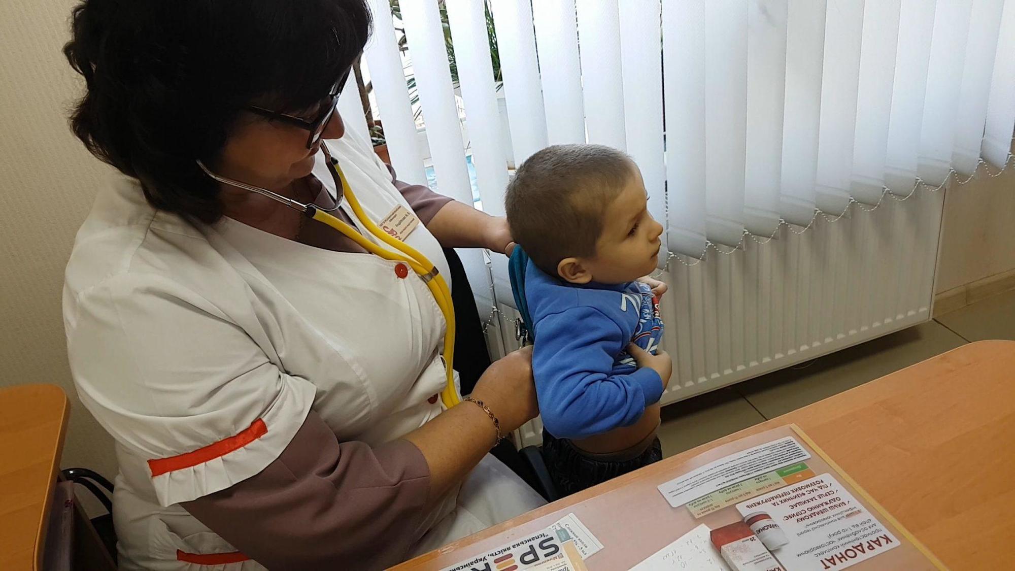 Лікарі в Бахмуті отримують заробітну плату 18 тисяч гривень