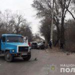 На Донеччині легковик, через ДТП, відлетів в пішохода. 2 людей загинули