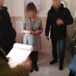 ДБР затримали завідувачку відділу міграційної служби з Донеччини на хабарі