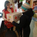 Мамы с маленькими детьми могут получить в Бахмуте гуманитарные гигиенические наборы