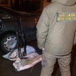 В Бахмуті СБУ затримала двох торговців зброєю у формі (Відео)