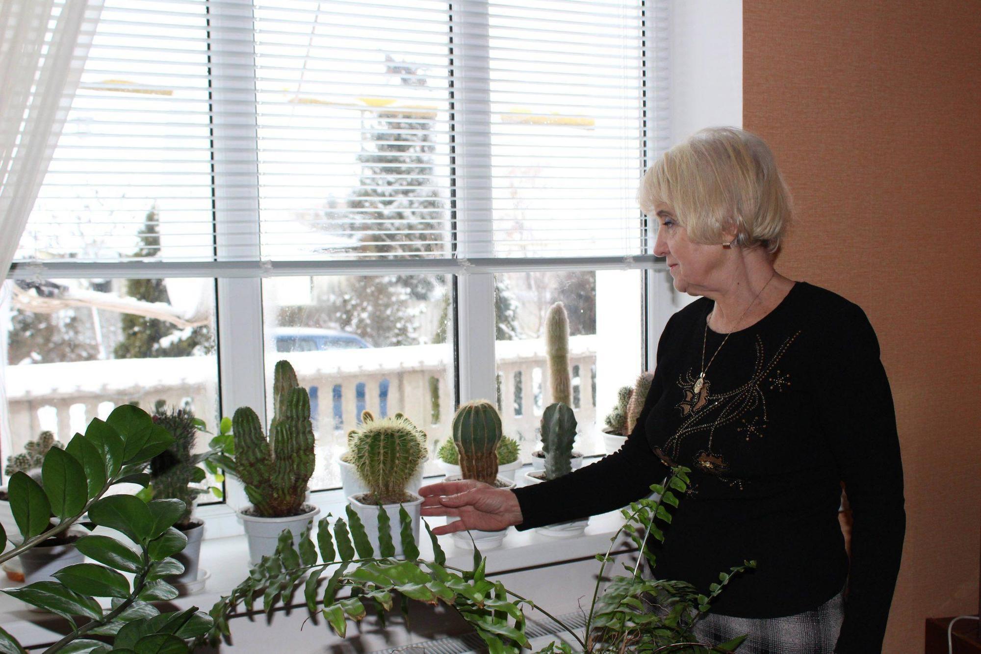Квіткарка з Луганщини озеленяє місто та вирощує кактуси