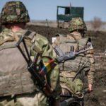 Сутки в ООС: Военный ВСУ получил осколочное ранение, когда отбивал очередное наступление боевиков