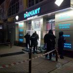 """Поліція Бахмута розшукує жінку, яка може бути свідком пограбування ювелірної крамниці """"Діамант"""" (ФОТО)"""