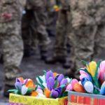 Військовослужбовиць мобільного госпіталю на Донеччині привітали зі святом (ФОТО)