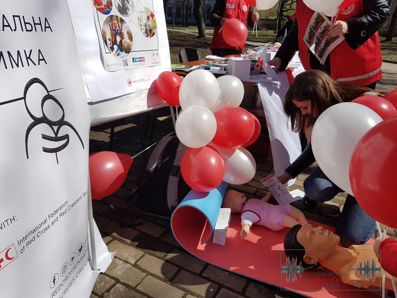 На Донеччині, у Бахмуті, волонтери Червоного Хреста в Україні відзначили своє свято