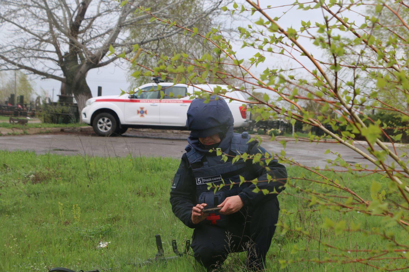 Рятувальники Донеччини обстежили кладовища
