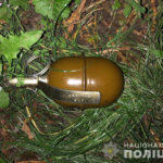 На Донеччині правоохоронці затримали дитину, яка носила з собою в кишені гранату