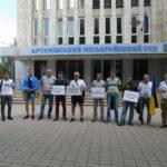 З акцією та без підсудного. Артемівський суд переніс засідання по справі очільника Новолуганського