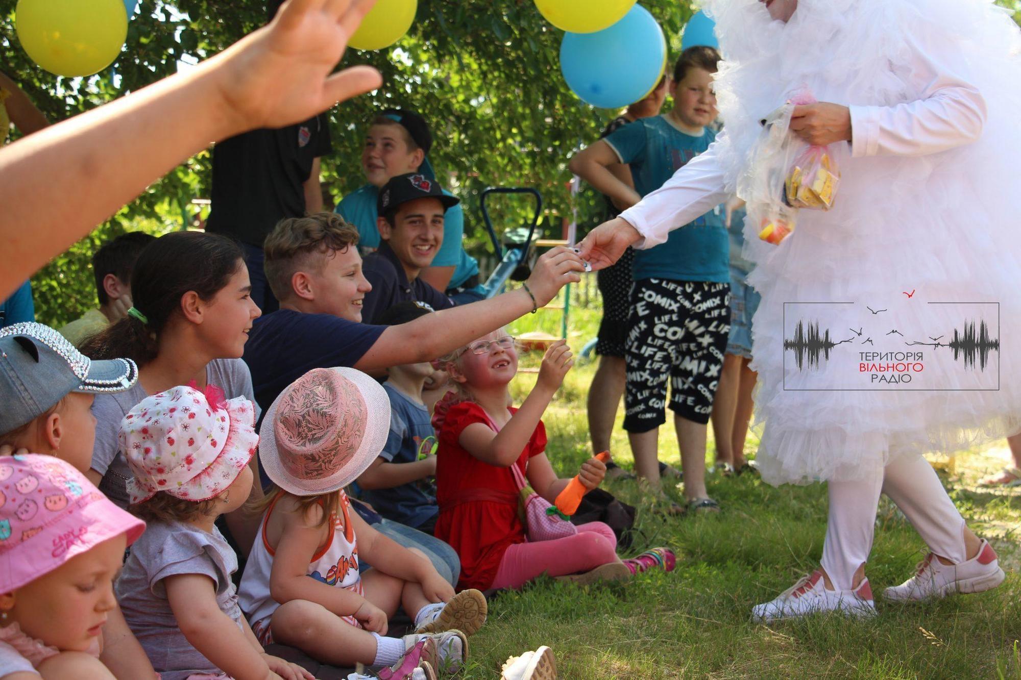 Військові ЗСУ привітали зі святом дитлахів з прифронтової Донеччини