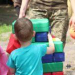 Під звуки обстрілів та сміху: як святкували день дітей біля лінії розмежування (ФОТО, ВІДЕО)