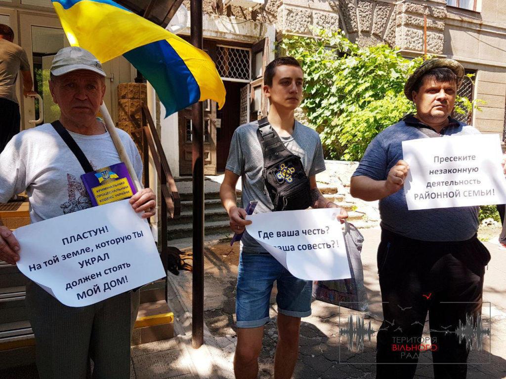 В Бахмуті зібрались активісти стосовно кримінальнх справи Євгена і Юрія Пластунів