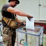 Як голосують військовослужбовці на Донеччині (ФОТО)