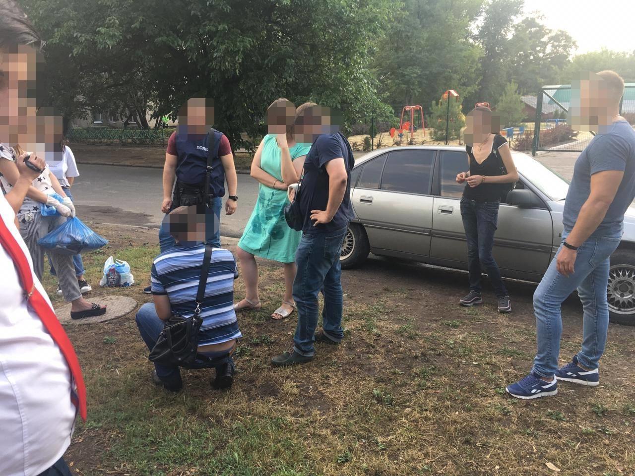 На Донеччині викрили чиновницю, яка вимагала гроші за оформлення документів на землю