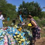 З українським прапором та віршами. У Бахмуті вшанували загиблих воїнів АТО до річниці визволення міста