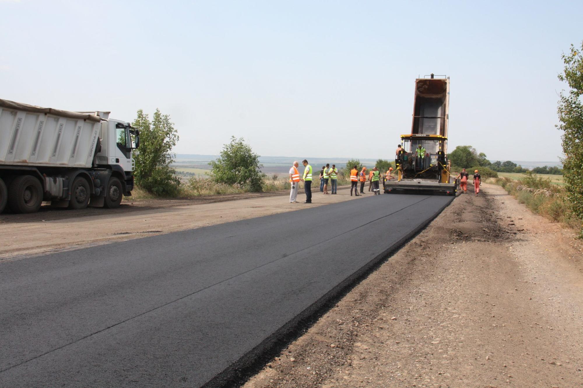 До кінця серпня обіцяють відкрити відремонтовану трасу між Донецькою і Луганською областями (ФОТО)