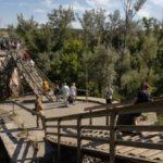 Украинская сторона продолжает ремонт моста у КПВВ на Луганщине