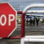 """Вирок за 2 дні: На Донеччині оштрафували жінку, яка намагалась заплатити прикордонникам за проїзд в т.з. """"ДНР"""""""