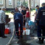 Рятувальники ДСНС підвозять воду мешканцям Луганщини, які залишились без водопостачання