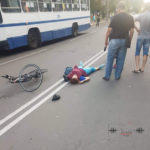 В Бахмуті на дорозі зіштовхнулись велосипедист та кондуктор