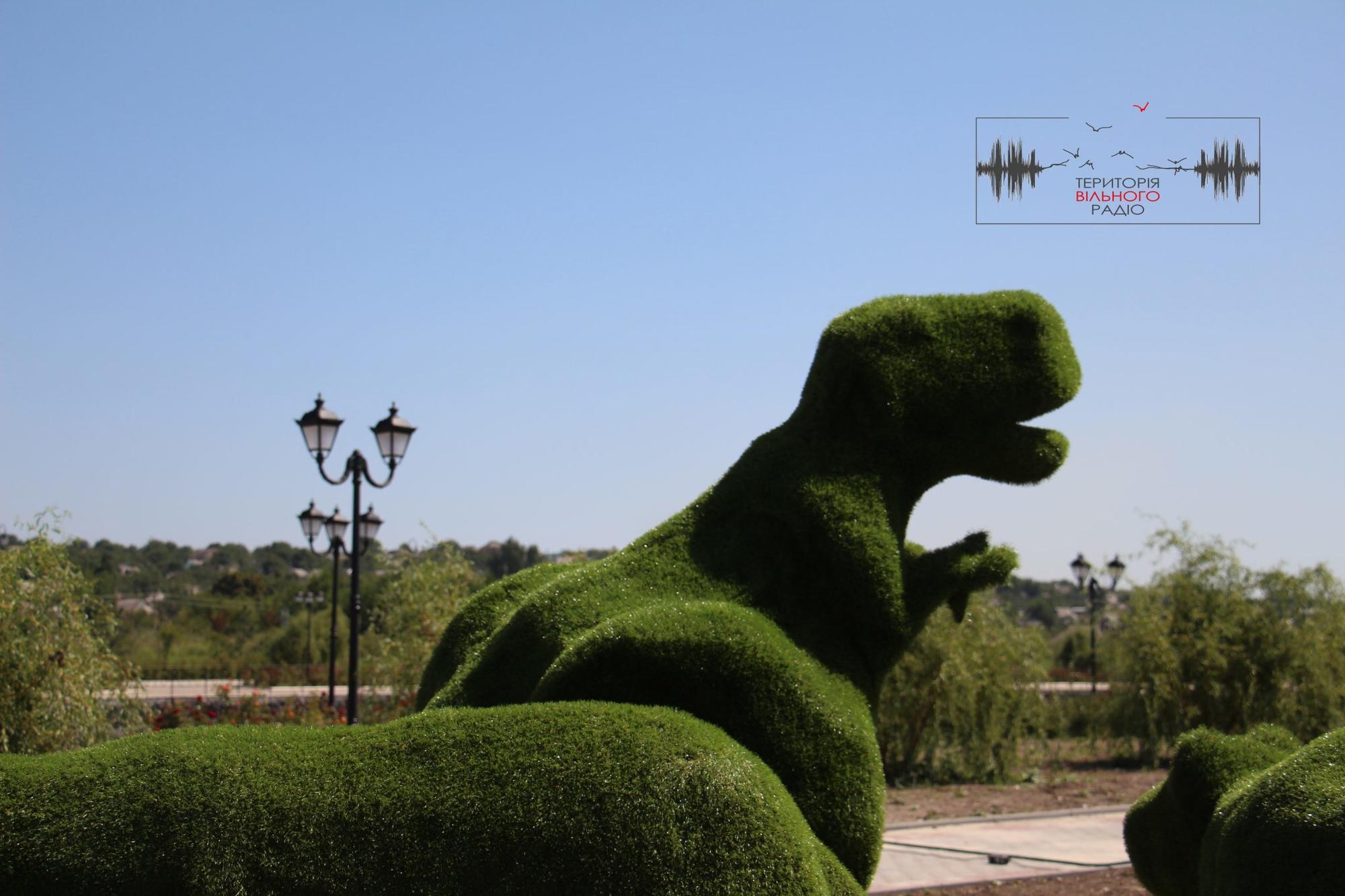 У Бахмут привезли перших зелених тварин для набережної