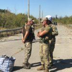 """Представники т.з. """"ЛНР"""" віддали українському омбудсмену 54 в'язня. Одного з них одразу ж звільнять (ФОТО)"""