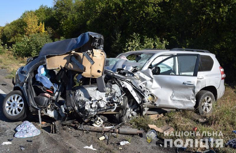 На Донеччині в ДТП загинули троє людей. Серед загиблих матір та її 6-річна донька (ФОТО)