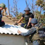 Спасатели ГСЧС продолжают восстанавливать жилье на Донбассе