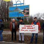 """""""Наші діти голодують"""": на Донбасі шахтарі страйкують через невиплату зарплат"""
