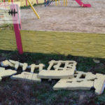На відремонтованій бахмутській набережній вже зламали паркан (ФОТО)