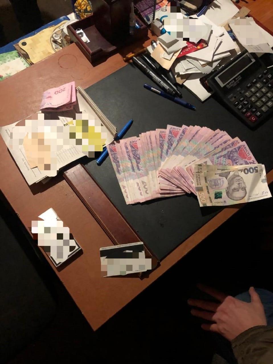 обшук, поліція, гроші