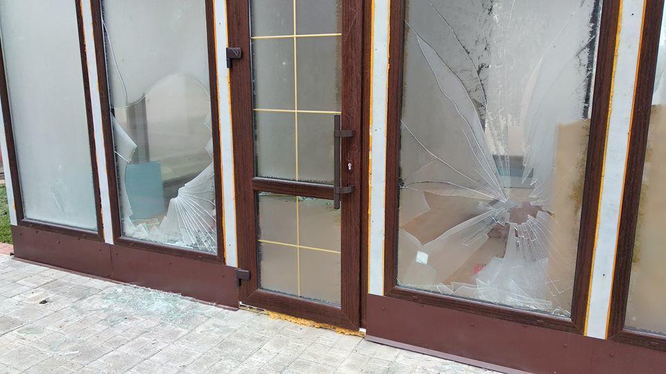 Невідомі побили вікна в недобудованій дитячій кав'ярні в Бахмуті