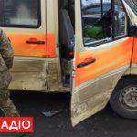 """В Бахмуті в ДТП потрапила військова """"швидка"""" з важкопораненим (фото)"""