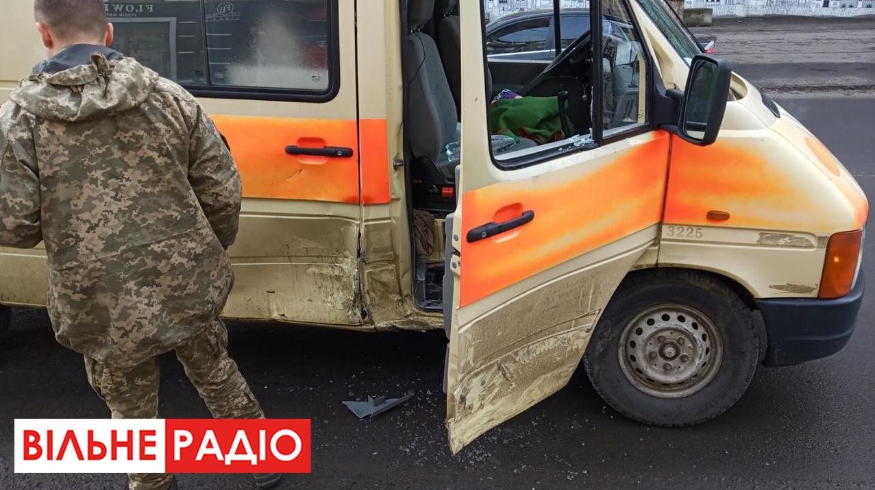 В Бахмуті на Донеччині в ДТП потрапив військовий реанімобіль