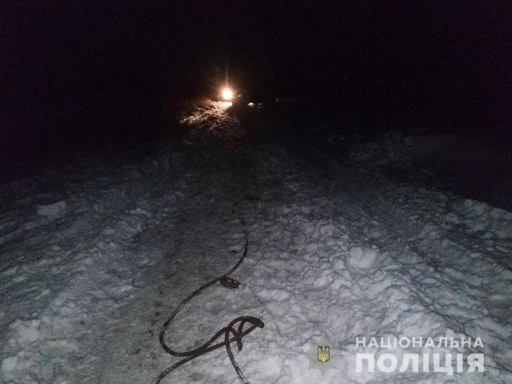 У Бахмутському районі на Донеччині сталася смертельна аварія: КАМАЗ насмерть переїхав чоловіка
