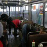 В Бахмуті комунальники дезінфікують тролейбуси, щоб запобігти поширенню інфекцій (ФОТО)