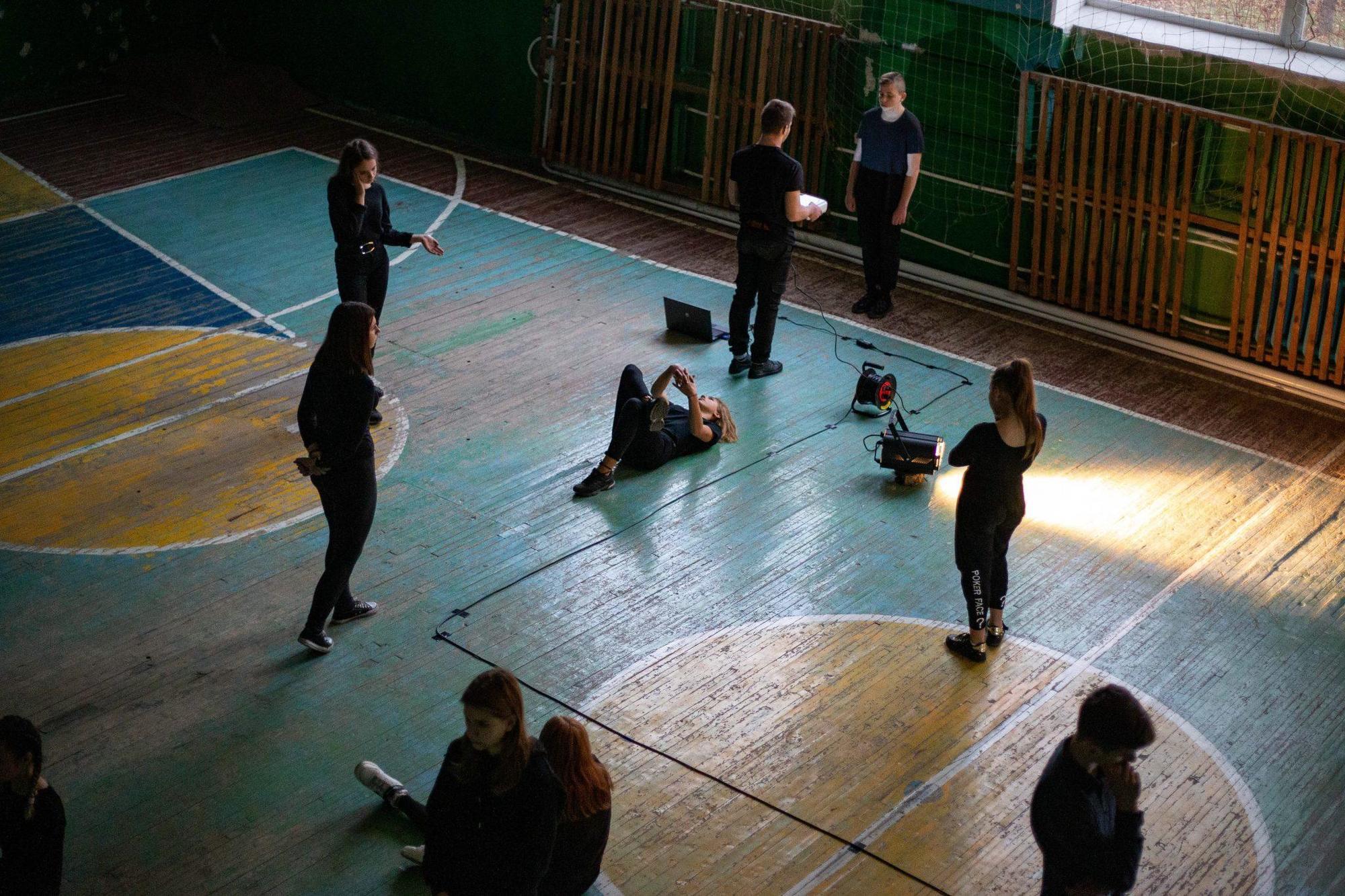 Киноверсию спектакля с детьми из Донбасса покажут на Громадському