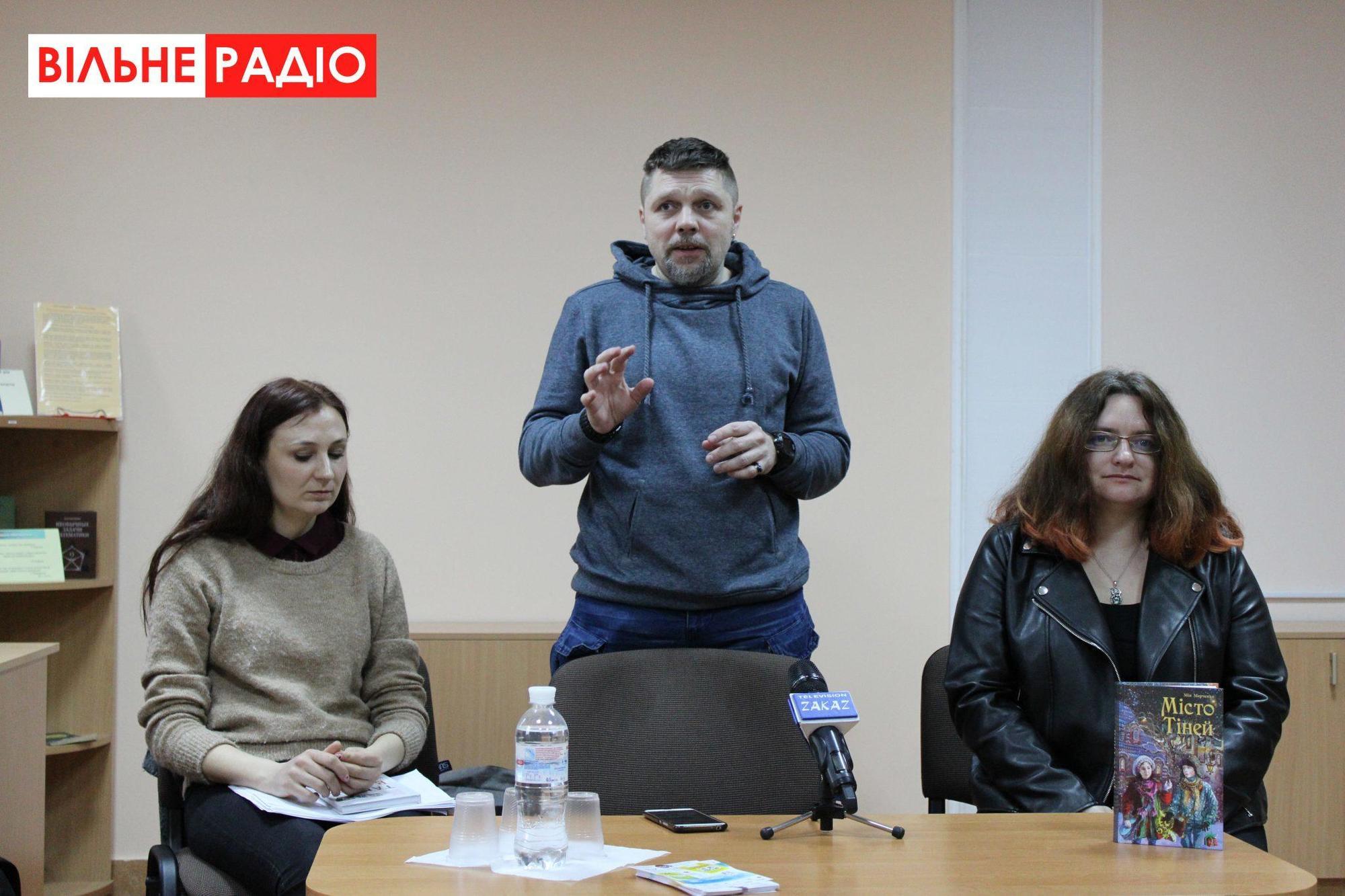 Известные украинские авторы приехали в Бахмут, чтобы научить школьников писать рецензии на книги