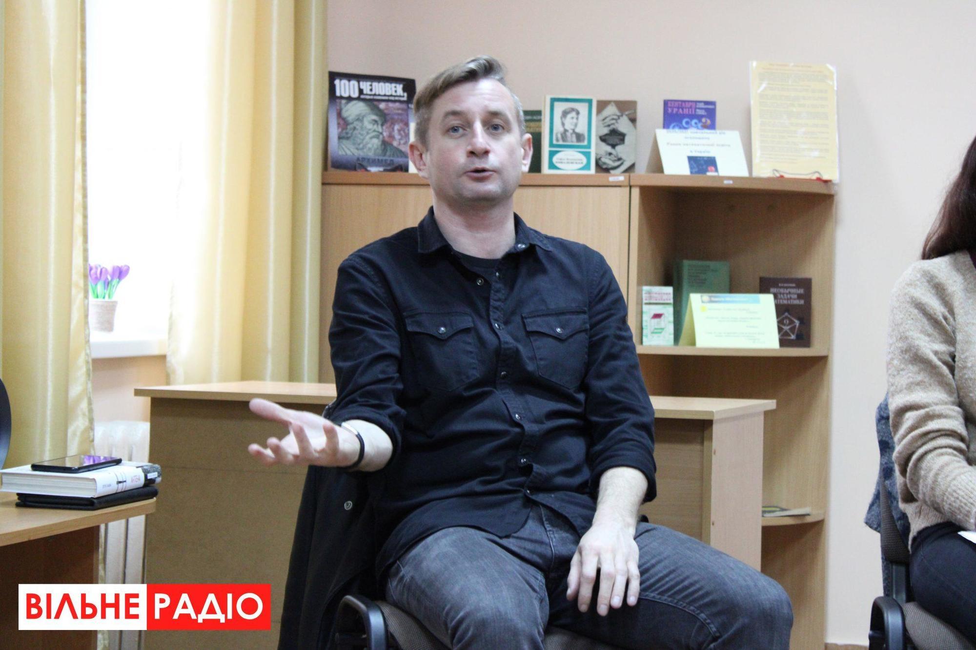 Відомі українські автори приїхали до Бахмута, щоб навчити школярів писати рецензії на книжки