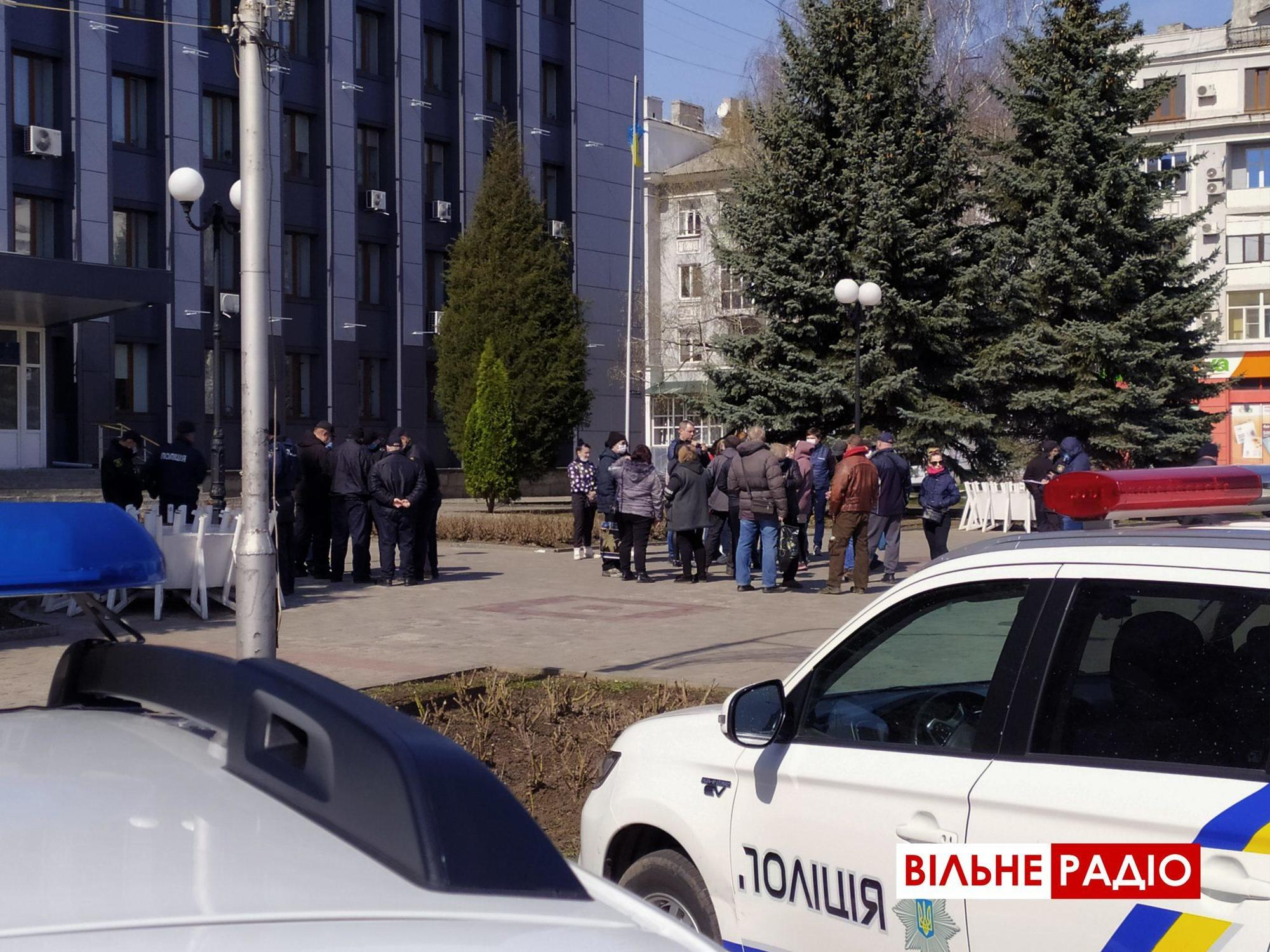 На Донеччині попри карантин півсотні торгівців вийшли на мітинг проти заборони ринків (ФОТО)