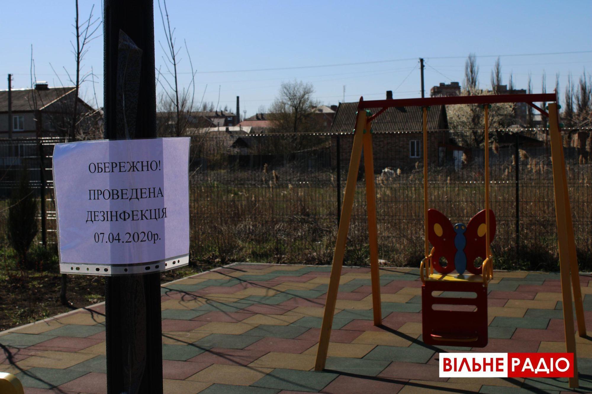 Попри посилення карантину бахмутяни продовжують відпочивати в парках та скверах (ФОТОРЕПОРТАЖ)