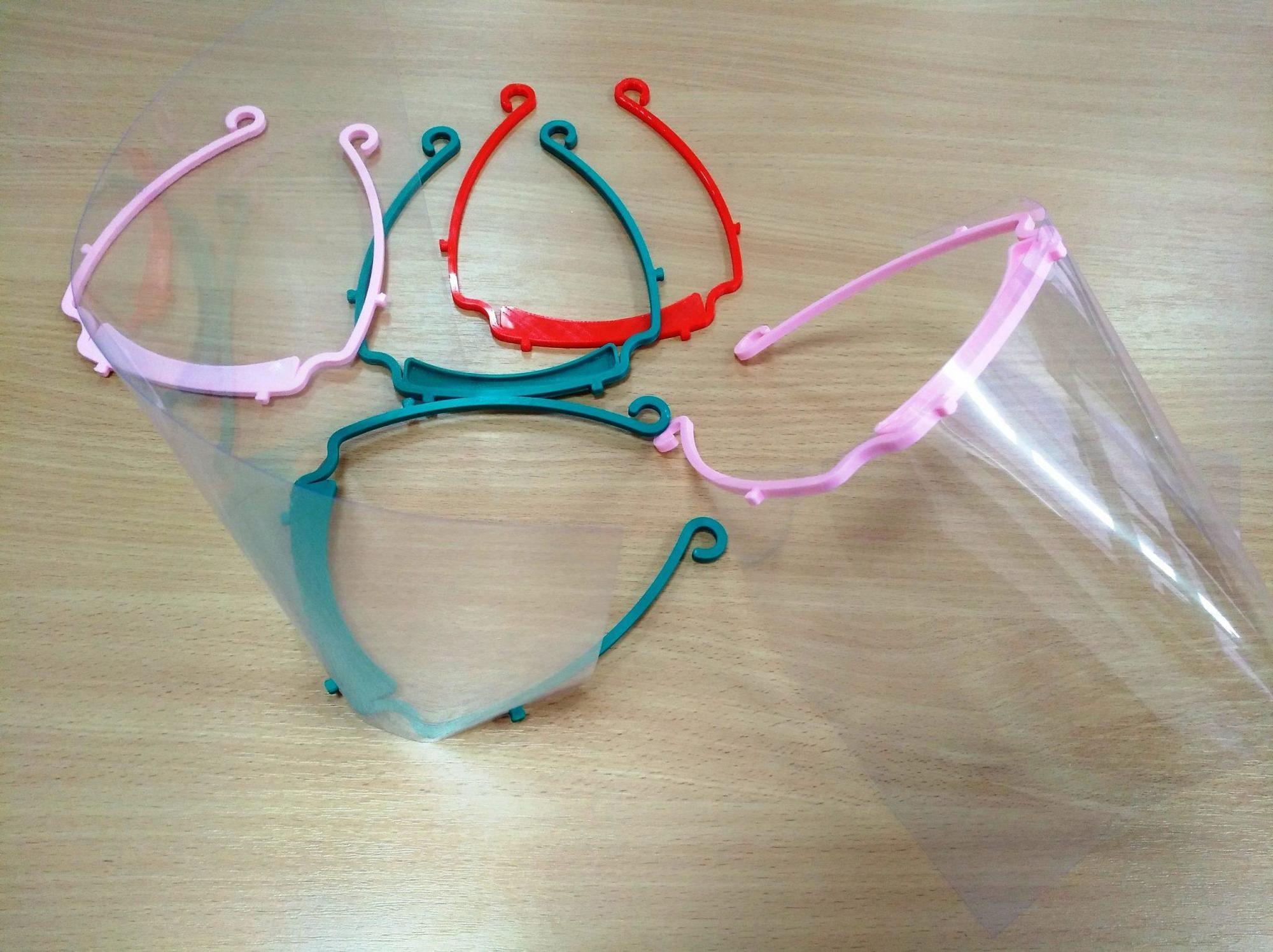 Студенти з Покровська  друкують на 3D принтері захисні екрани для медиків