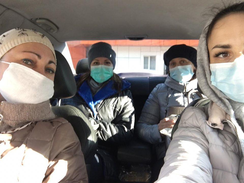 медработники в машине