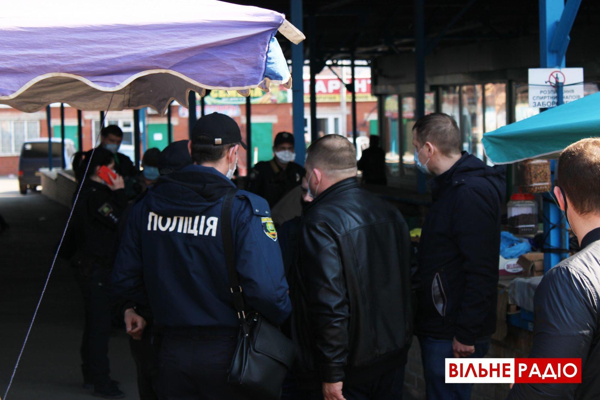 Поліція Бахмута склала адмінпротоколи на торговців, які попри заборону торгують на ринку