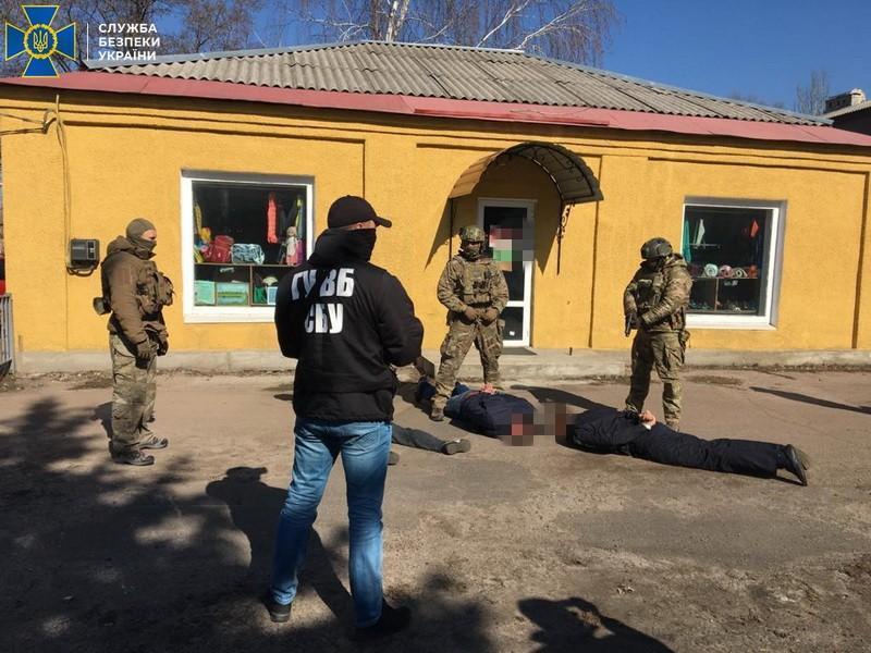 Двох поліцейських з Донеччини спіймали на хабарі